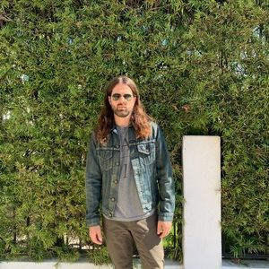Men's distressed Levi's jean jacket